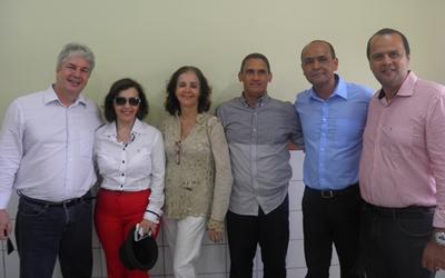 O prefeito Bêda e a primeira Dama Soraya, ladeados pelo vice prefeito Paulo Bidu, secretários Adélia Mendes, Marco Liger e  o funcionario Osmário