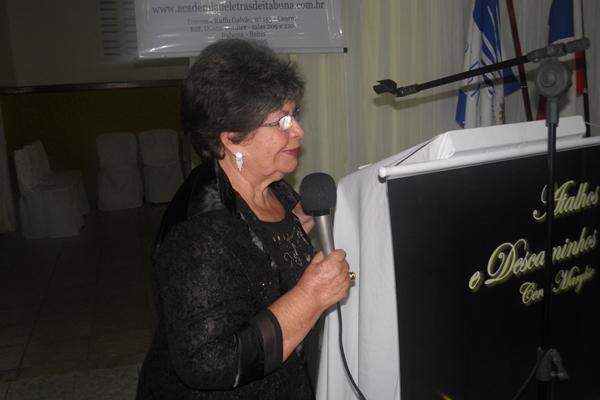 Ceres Marilise fala de sua trajetória literária e agradece a presença de todos