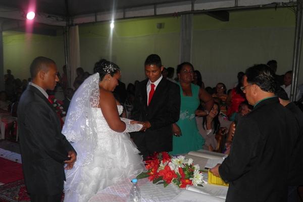 """Os noivos Railon e Nivia deram o """"sim"""" na presença do Juiz de Paz"""