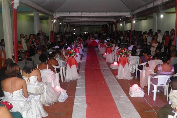 O local foi totalmente decorado para receber os noivos e convidados