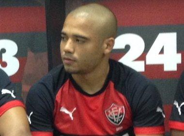 Após a confusão, Luis Aguiar e Adriano foram punidos pela diretoria do Vitória.