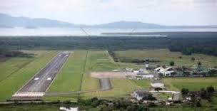 O Aeroporto regional fica localizado na BR-030, na entrada de acesso à cidade.