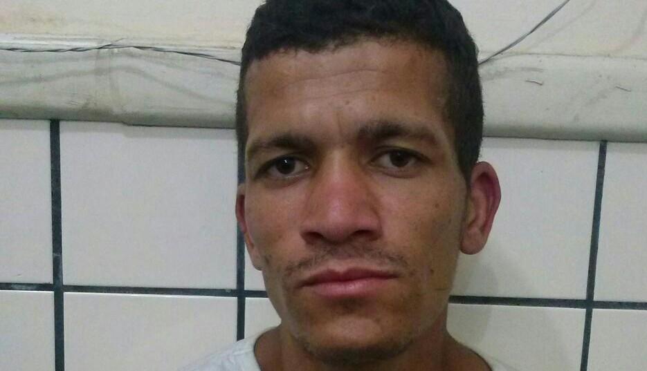 Alberto foi preso ontem à noite, após assaltar ônibus próximo à Unime.