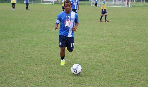 O jogador voltou a reclamar de fortes dores no joelho, e foi vetado