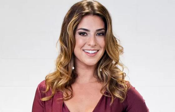 Sucesso como repórter do reality 'SuperStar', a atriz Fernanda Paes Leme caiu nas graças do diretor Boninho e, segundo informou a coluna Retratos da Vida, do jornal 'Extra', ela deve substituir Ana Maria Braga no 'Mais Você'.