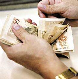 A partir de 1º de janeiro de 2015, o salário mínimo deve ser R$ 788,06, segundo o Projeto de Lei Orçamentária Anual (Ploa) 2015.