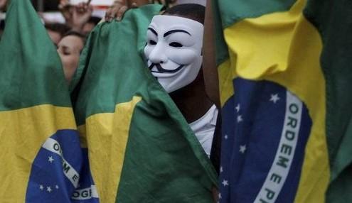 Mascarados em protestos em S. Paulo, estão com os dias contados