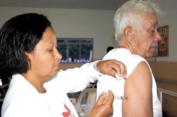 Vacina aplicada em idosos também protege contra a gripe A