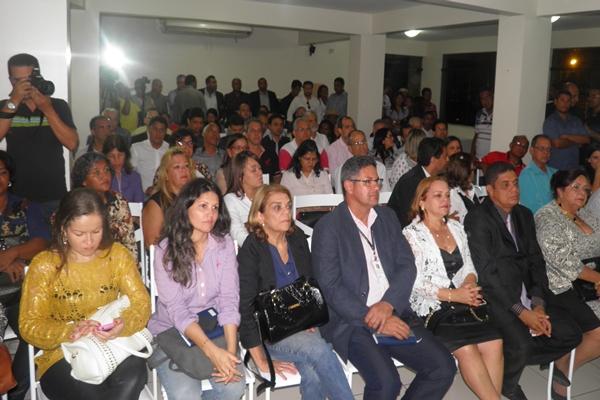 Prefeitos, lideranças políticas e outras autoridades participaram da cerimônia