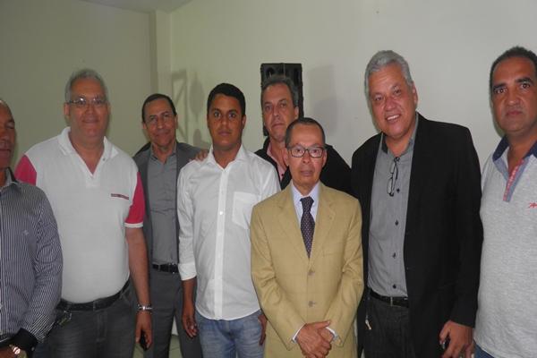 O ministro Paulo Passos e os diretores da CDL ao lado do vereador Zé Carlos Lona (foto: H. Hugo)