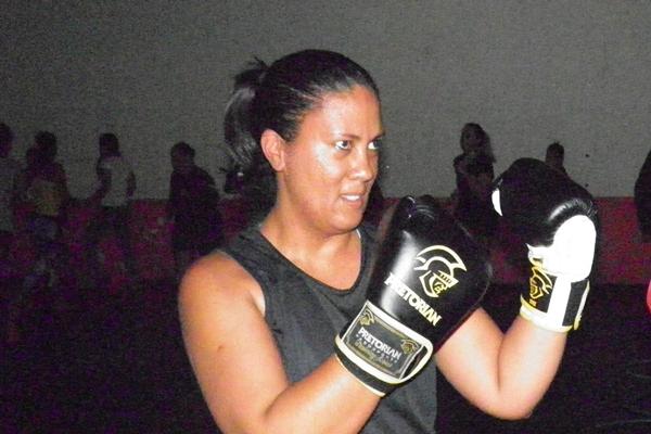 Rosana depois de praticar 01 de futebol de campo, aderiu ao MMA