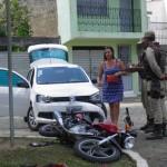UBAITABA:  ACIDENTE NA AVENIDA BEIRA RIO DEIXA MOTOCICLISTA  FERIDO