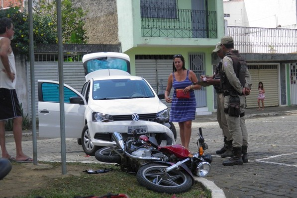 A motorista do Gol foi autuada pela polícia