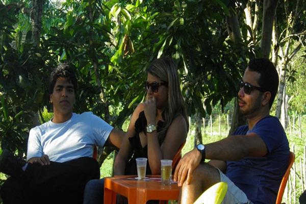A filha caçula de Dona Preta, ladeada pelos sobrinhos Hugo e David