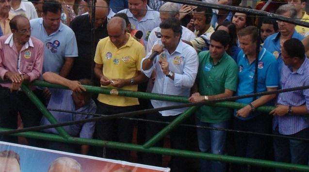 Aécio critica condução econômica e corrupção (Foto Pimenta).