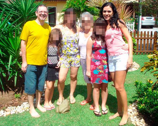 Marco Antonio, familiares e a sobrinha Sílvia (de rosa) (Foto: Reprodução)