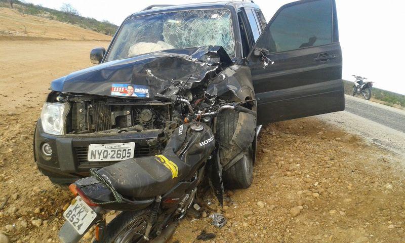 Com a força do impacto, o condutor da motocicleta morreu na hora. Já os passageiros da Pajero, que seguia de Abaré para Rodelas, não ficaram feridos.