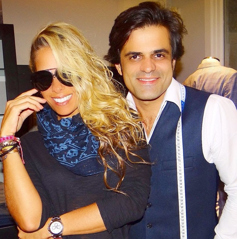 Na foto, Adriane Galisteu na prova de roupa que aconteceu no final de semana no ateliê da marca de João Camargo.
