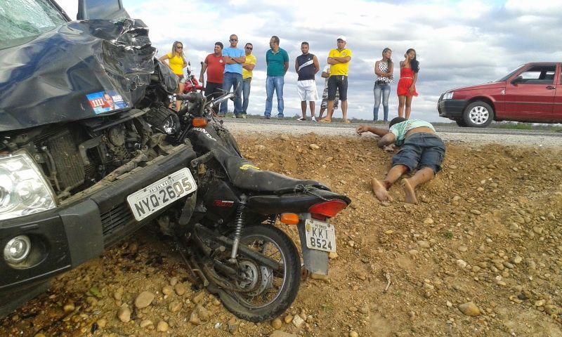 A vítima morreu  no local após a moto colidir frontalmente