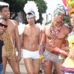 PARADA GAY DE SALVADOR ARRASTA MULTIDÃO