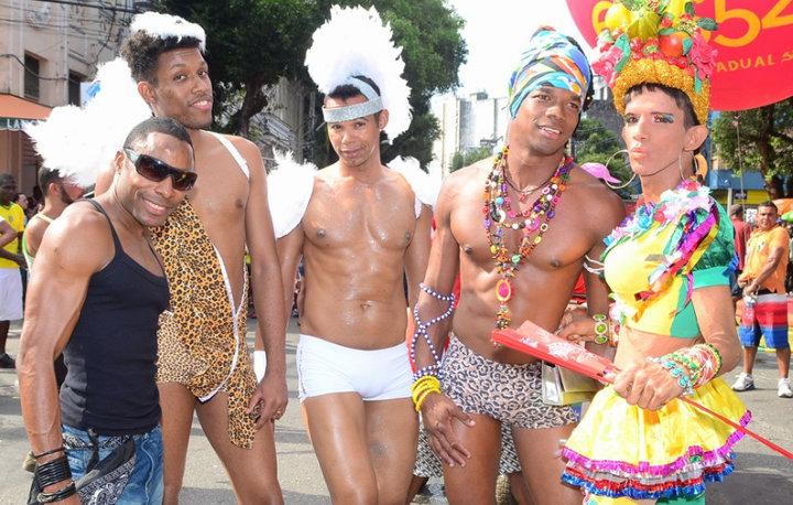 A P Gay atraiu centenas de pessoas e jovens que estavam dentro do armário