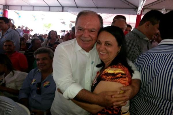 O vice governador eleito, João Leão, agradeceu após abraço