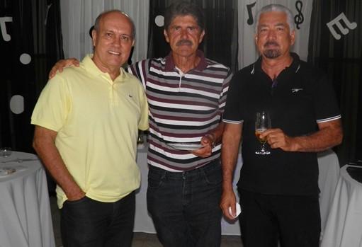 O rotariano austríaco, Walter ladeado pelo presidente,  Kekede e o jornalista Humberto Hugo