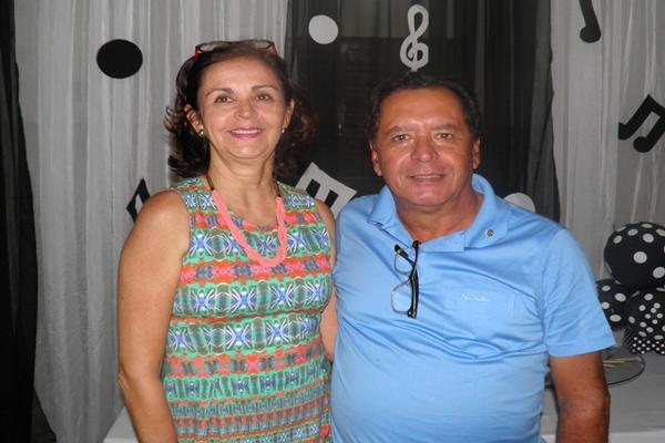 Almiro recebeu o carinho da esposa durante a passagem do seu aniversário, ocorrido no últmo dai 24