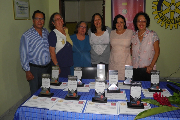 """Os filhos do Rotariano homenageado Gilberto Mendes, que emprestou seu nome ao """"Troféu"""""""