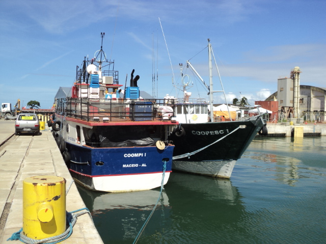 a Cooperativa de Pescadores de Itacaré (COOMPI) e a Cooperativa de Pescadores de Camaçari (COOPESC). vão receber as embarcações