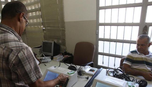 Técnicos consertam urnas eletrônicas em São Francisco do Conde
