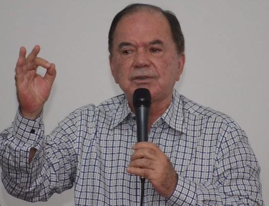 O vice-governador eleito  ficou tenso na entrevista