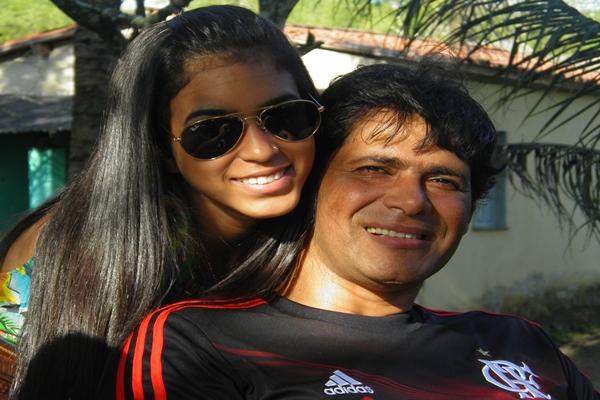 O carinho da sobrinha com o tio Marcos