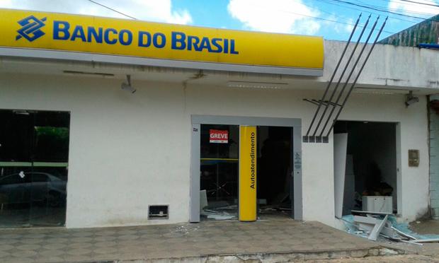 Agência do Banco do Brasil em Terra Nova foi atacada na madrugada (Foto: Juarez Soares)