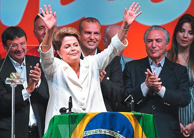 Encerrado o processo eleitoral, a presidente Dilma Rousseff deixou o vermelho de lado e vestiu branco (Foto: AFP)