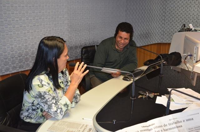 A prefeita Gracinha Viana utilizou programa de rádio para pedir votos