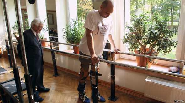 Darek Fidyka voltou a andar após receber transplante de células olfativas