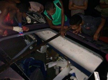O ônibus da empresa Rota caiu no rio Jequitionha