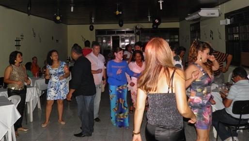 Os casais curtiram a valer embalados pela som eletrizante do DJ SJ