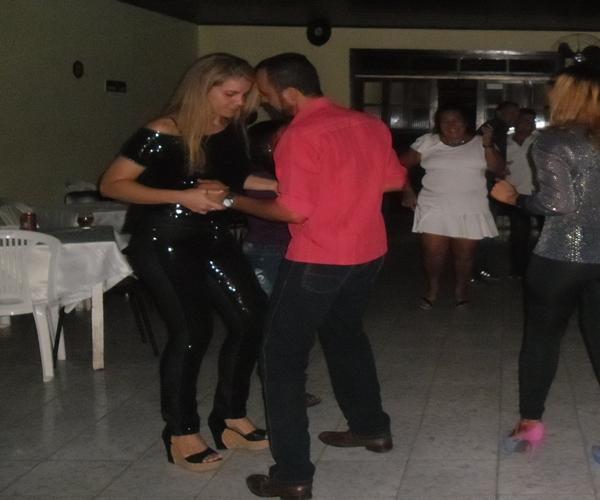 O casal Rogerão e esposa foi embalado no ritmo da discoteca
