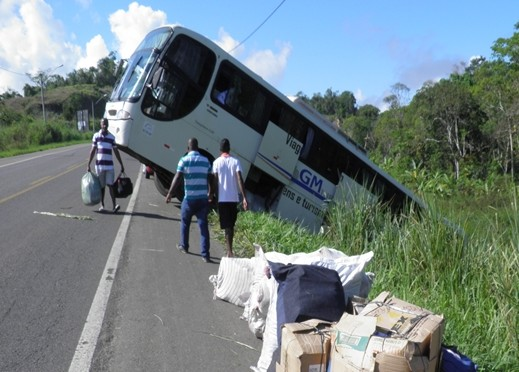 A falha no sistema de ár fez o ônibus perdeu o freio