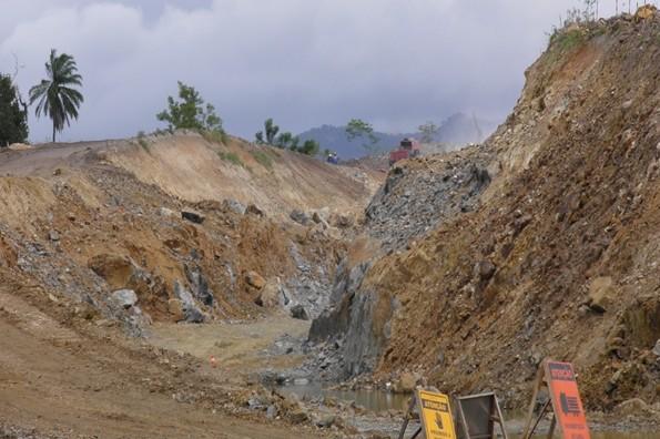 O estrago  que a obra  vem causando  ao Meio Ambiente é muito grande
