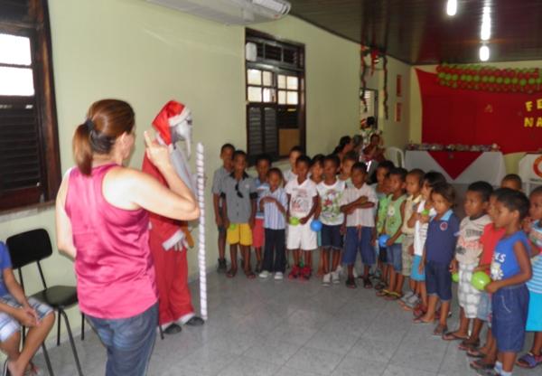 A senhora Elied Soares, envolveu as crianças com jogos e brincadeira