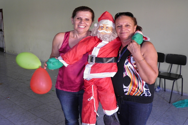 A alegria contagiou Elied e Anísia e dividiram com Papai Noel