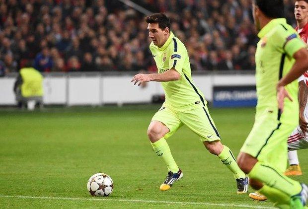 Craque do Barcelona marcou duas vezes contra o Ajax e chegou aos 71 gols marcados no principal torneio da Europa