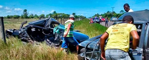 Com o impacto da batida, a enfermeira Karla Lôbo, que conduzia um dos carros, foi arremessada para fora do veículo e morreu na hora.