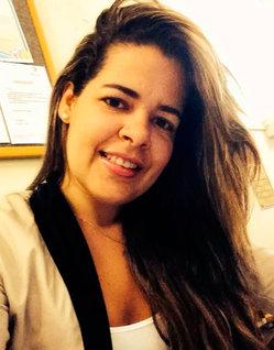 A enfermeira Karla Lôbo não resistiu e morreu no local do acidente (Foto: Vermelhinho da Bahia)
