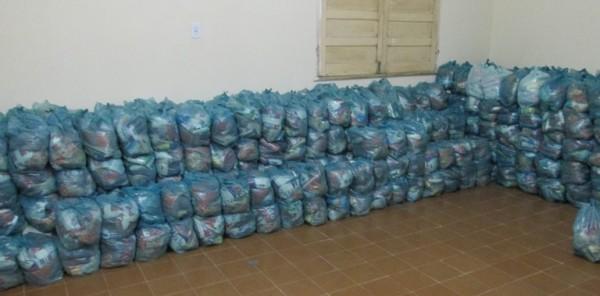 Centenas de cestas básicas foram distribuídas