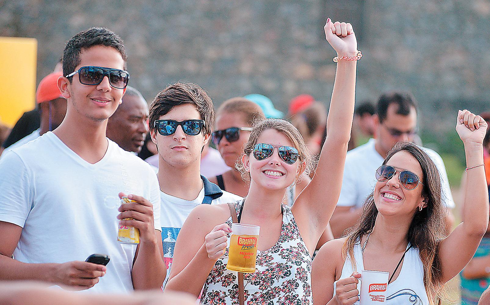 A Bahia é o primeiro estado do país em maiores de 18 anos que assumem fazer consumo abusivo do álcool  (Foto: Beto Junior/Arquivo Correio)