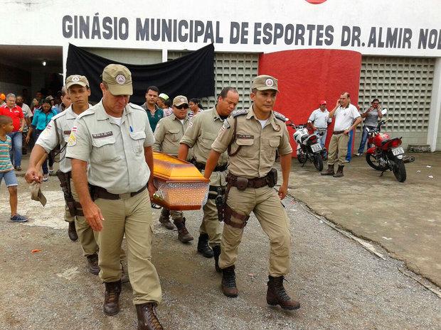 Os corpos dos Policiais foram sepultados com grande acompanhamento